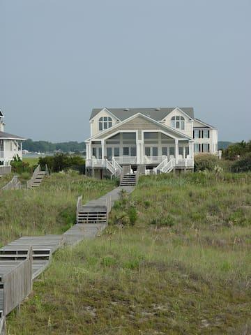 Luxury oceanfront 5 BR beach home - Holden Beach - Casa