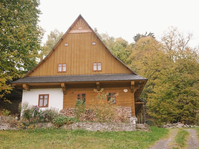 Traditional Renovated Log Cabin - Staré Město - Hus