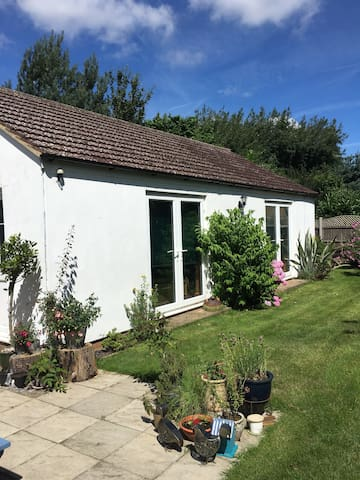 Private self-contained annexe - South Wootton - Huis