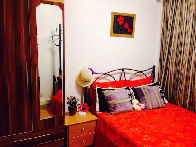 A Cosy Double Room in a Charming House+Pick Up Svc - Chigwell