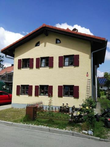 Haus im Voralpenland mit Garten - Landsberg am Lech - Casa