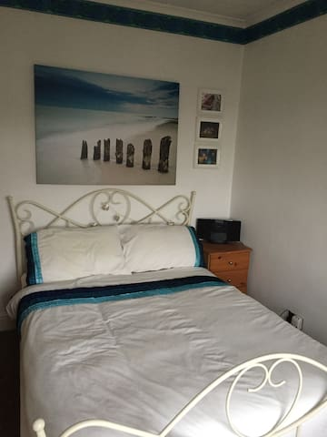 1 Double bedroom house - Chigwell