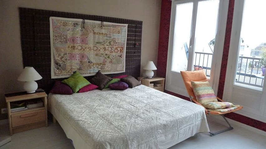 Isolated modern room in apartment - Romorantin-Lanthenay - Appartement