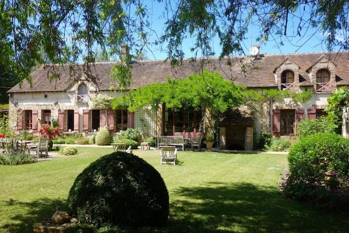 A splendid vast house in Burgundy, 1h from Paris - La Belliole - Casa