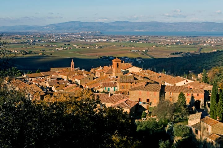 Lake Trasimeno, peace and relax in the old village - Paciano - Lejlighed