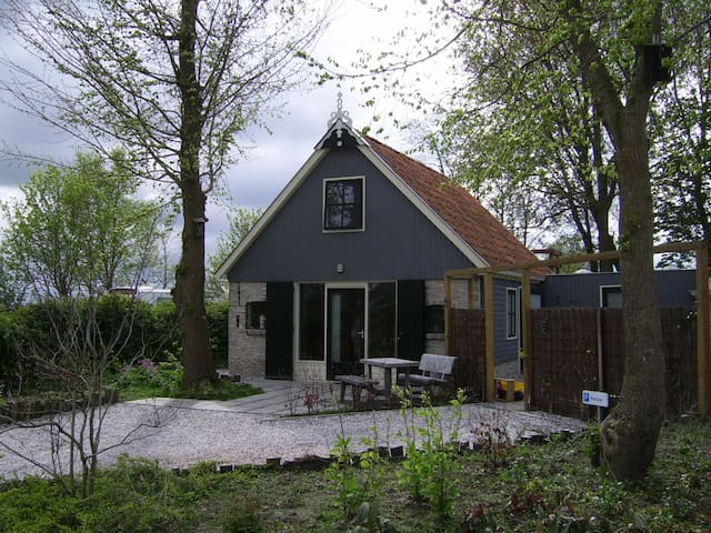 Cosy Holiday Home in Friesland - Kollumerpomp