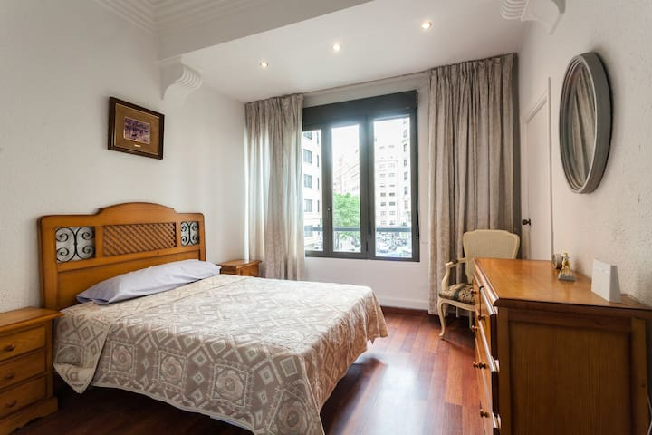 Se alquila habitacion doble - València - Leilighet