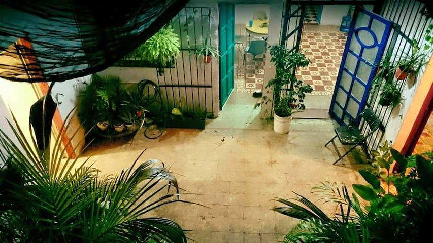 Bella Casona en el centro de Merida. / 1 block ADO - Mérida - Maison