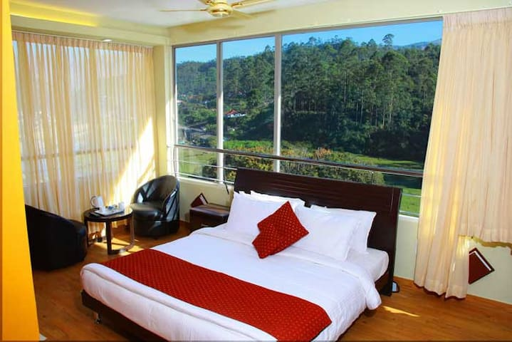 Eminence Royal-Surroundings Amidst Tea Plantations - Munnar - Boutique-hotell