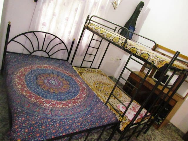 Purple Room on rent @knockdown rate - Velsao - Daire