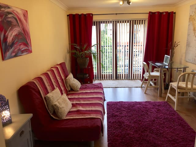 Central Flat with Free Parking - Maidenhead