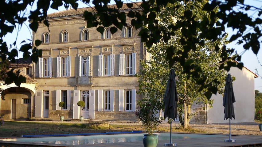 Château la Maronne - Chambre papillons - Mauriac - Casa de huéspedes