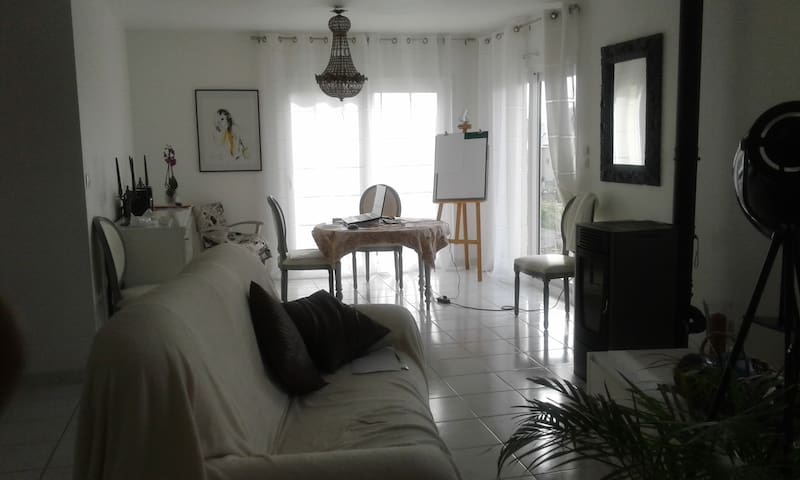 Private bedroom in house - Maizet - Casa
