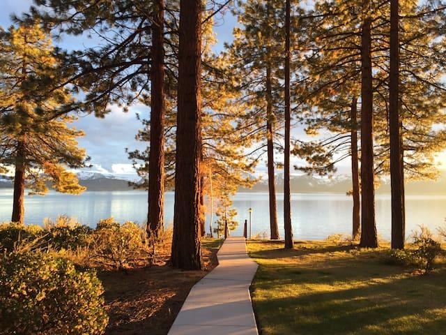 Tahoe Lakefront Condo, 3 bed/3 bath, Private Beach - Zephyr Cove-Round Hill Village - Apto. en complejo residencial