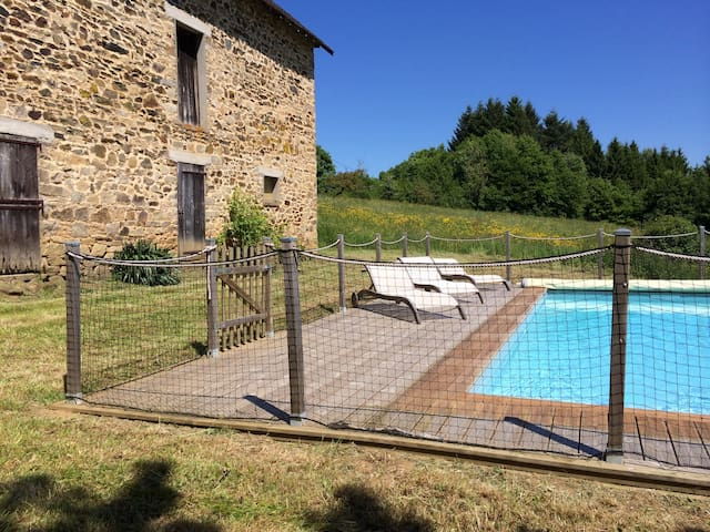 Belle ferme rénovée avec piscine - Chamboulive - Hus