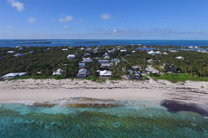 Quaint Cottage located steps from secluded beach - Aurora Cottage Man O War Cay - Hus