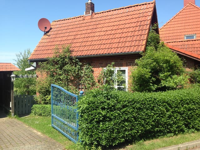 Charming holiday house - Schashagen - Dom