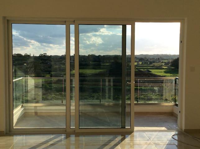 Quiet apartment near airport with Country views - Ħal Għaxaq - Departamento