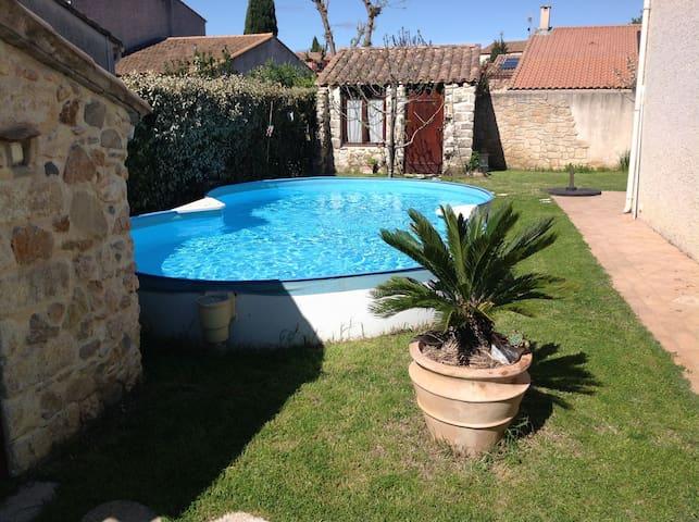 Villa confortable avec piscine dans village calme - Clapiers - Hus