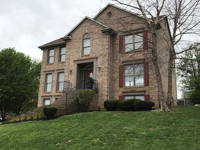 RENT MY HOUSE FOR DERBY! - Louisville - Huis