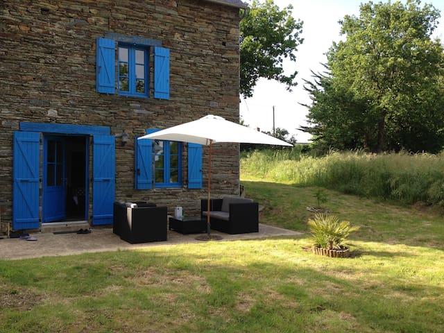 Maison typique bretonne en pierre - La Chapelle-Gaceline - Hus