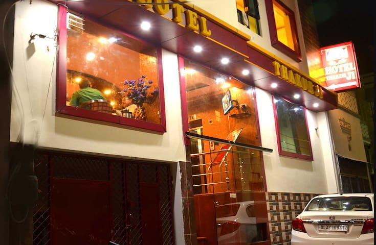 THAKUR JI - MY HOME IS YOUR HOME - Haridwar - Wikt i opierunek