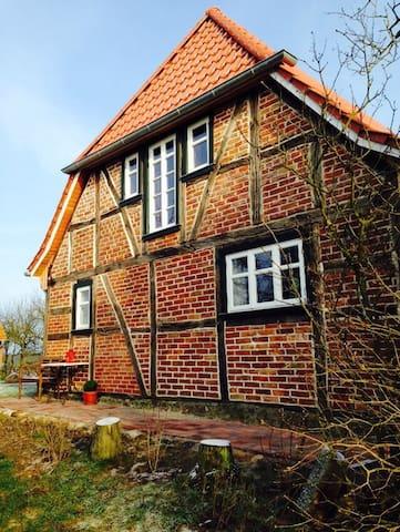 Ole Huus - Idyllisches Fachwerkhaus - Dettmannsdorf - Maison