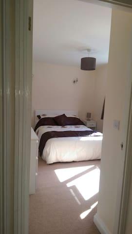 Conveniently located double bedroom - Royston