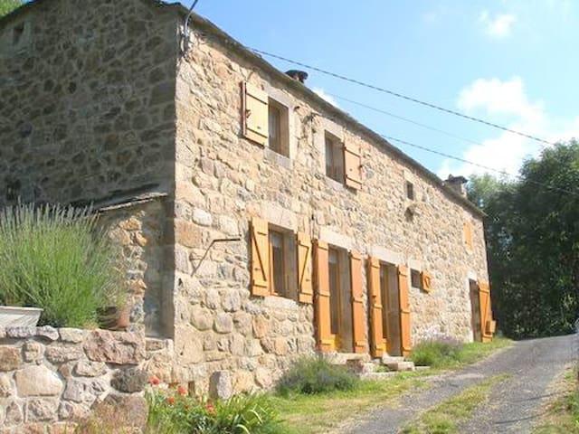 Belle maison Ardéchoise au pied du gerbier de jonc - Saint-Martial - Doğa içinde pansiyon