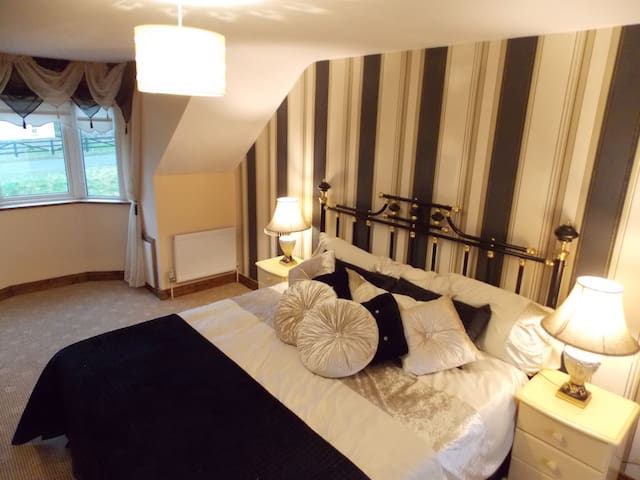 B&B queen bed with ensuite & extra - Mullaghland - Ev