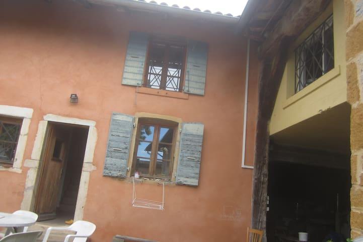 Jolie maison dans ancien logement de vendangeur - Saint-Étienne-des-Oullières - Maison