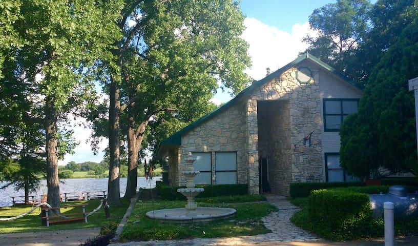 Colorado Lake House on Lake LBJ - Kingsland