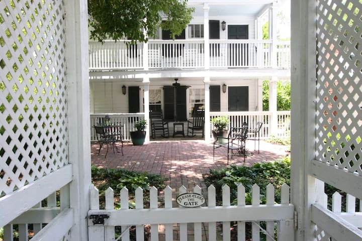 Historic Beaufort Carriage House (Sweetgrass) - Beaufort