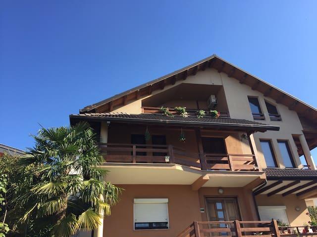 Comfy Spacious Duplex - Tiranë - Apartamento