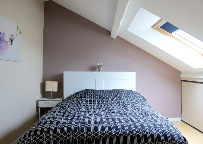 Calm & Comfy Room under the roofs - Ferney-Voltaire - Apartmen
