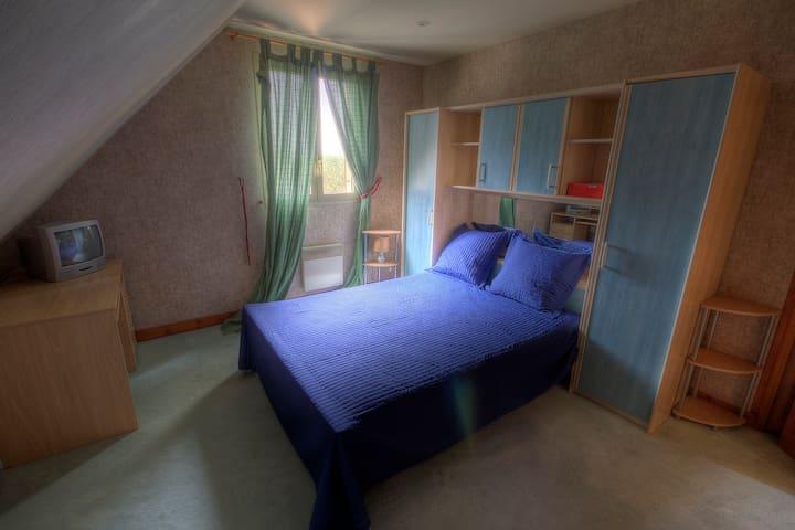 Chambre avec salle d'eau et WC - La Ferté-Gaucher - 一軒家