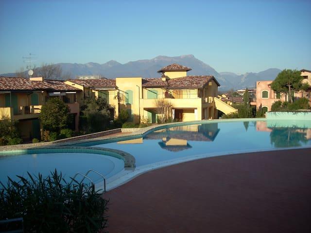 Lake Garda apt with 3 pools &tennis - Manerba del Garda - Lägenhet
