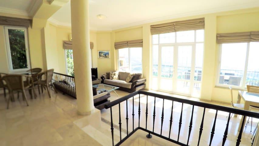 Bright 2-level villa with 5 star facilities - Alanya - 別墅