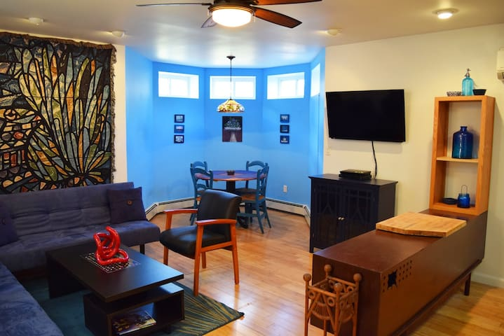 Artist's 2 Bedroom Hideaway near NYC & Hospitals - Englewood - Casa
