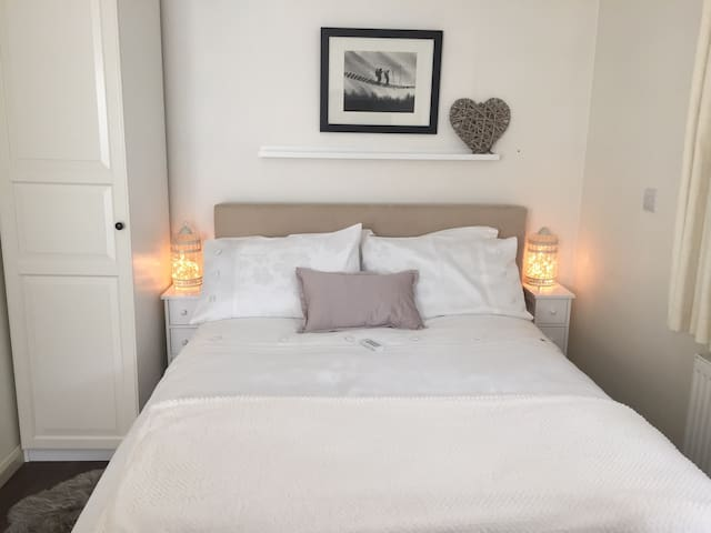 Self contained flat/annexe near Woking / Guildford - Surrey - Apartament