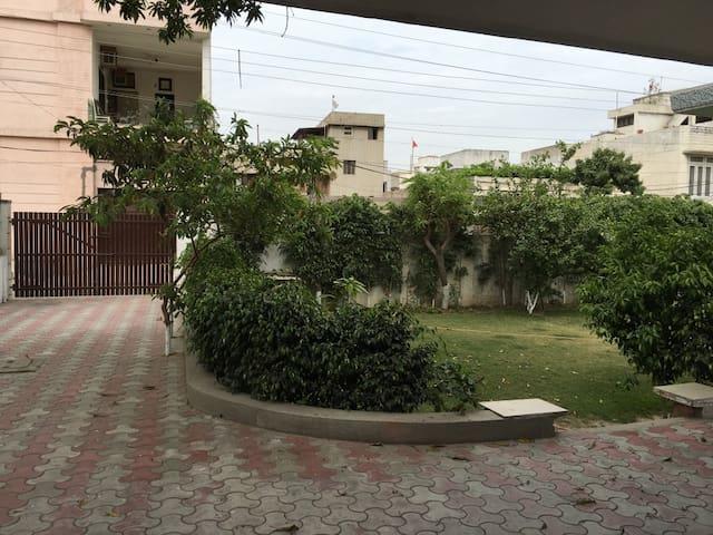 City centre house, lovely garden - Amritsar - Rumah