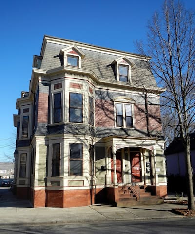 Spacious Bedroom in Historical West End Apartment - Providence