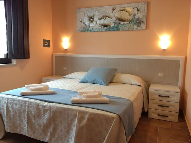 camera n° 30 - Paternopoli - 家庭式旅館