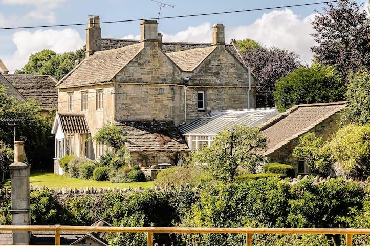 Exquisite Grade 11 Listed Chestnut Cottage - Wiltshire - Ev