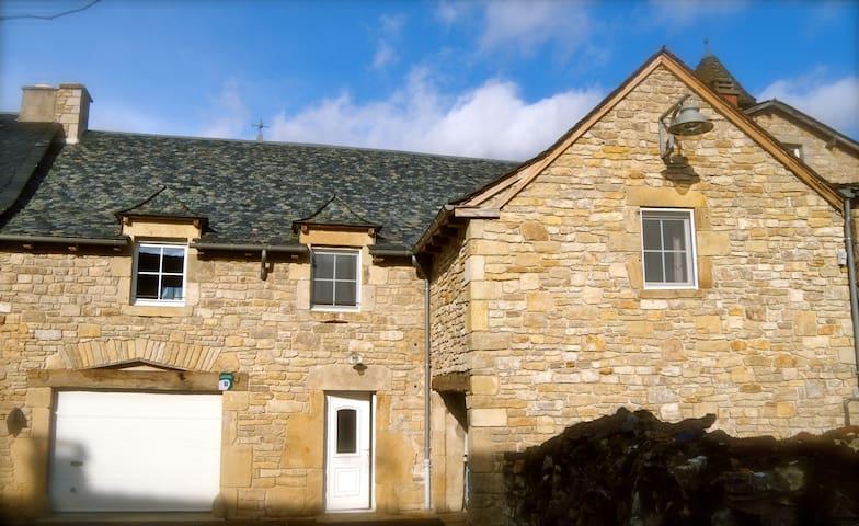L'Asuelh : Maison 6pers Vue sur les Monts D'Aubrac - Pierrefiche - Hus