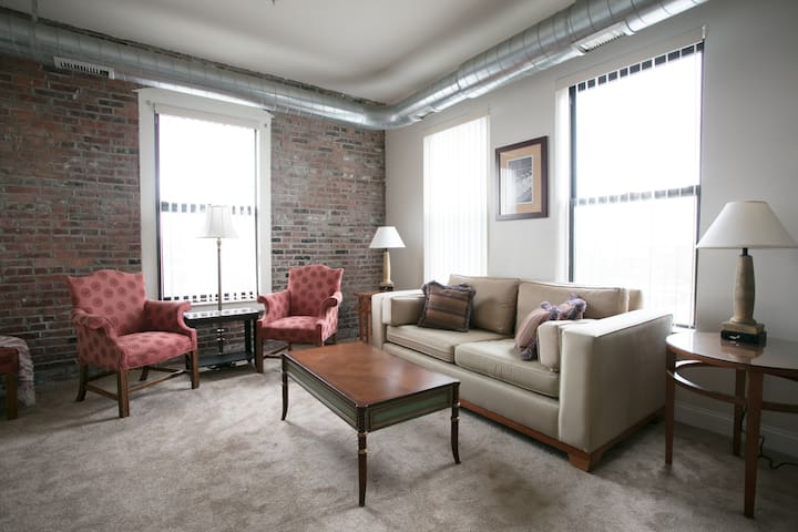 800 sqft 1 Bedroom apartment in downtown Lawrence - Lawrence - Leilighet