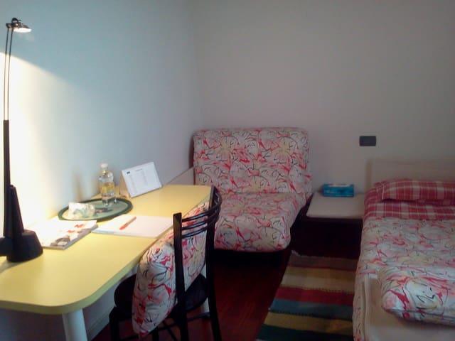 Stanza e bagno privati in residenza con giardino - Montebelluna - Villa