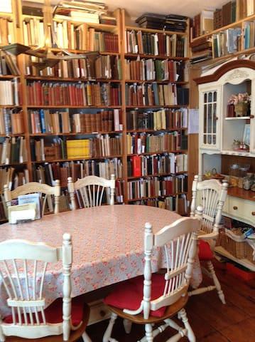 Booklover's Bed and Breakfast 2 - Lyme Regis - Bed & Breakfast