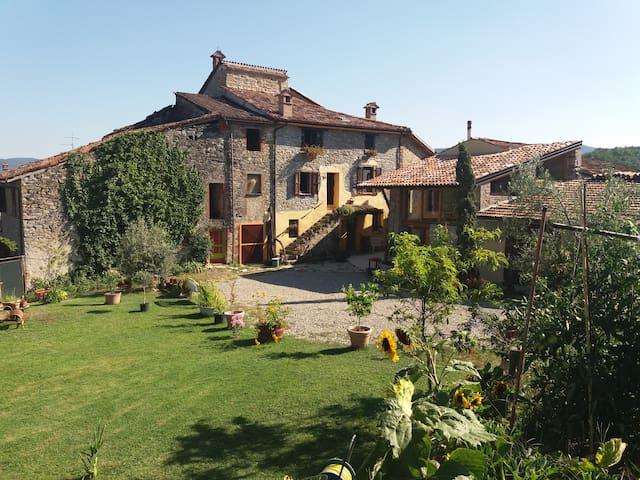 STANZE IN CASA DI CAMPAGNA IMMERSA NELLA NATURA - Vigolzone - Oda + Kahvaltı