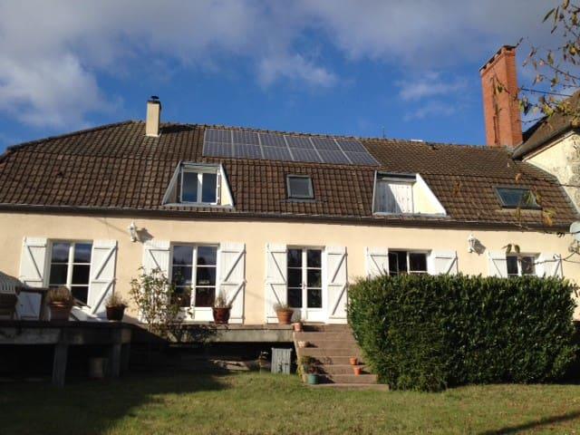 Agréable maison de campagne au milieu de la forêt - Germaine